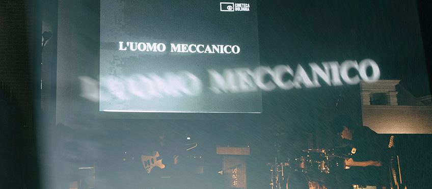001-L-uomo-meccanico-Earthset-sul-palco.jpg