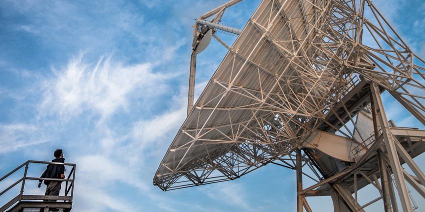 Cosmic (Alessandro Tarabelloni davanti alla Stazione astronomica)_Foto di Rosalba SaccoCosmic (Alessandro Tarabelloni davanti alla Stazione astronomica)_Foto di Rosalba Sacco