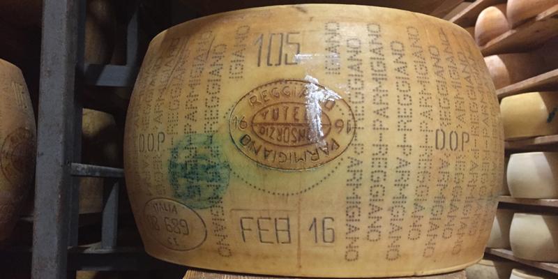 Fasi di produzione del Parmigiano Reggiano