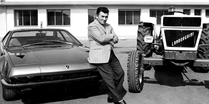 """Ferruccio Lamborghini negli anni Settanta tra un trattore e una """"Jarama"""""""