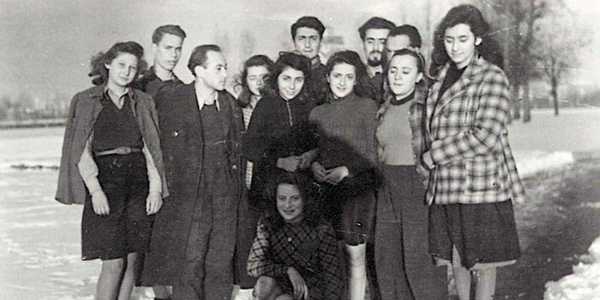 Un gruppo di ragazzi rifugiati a Villa Emma