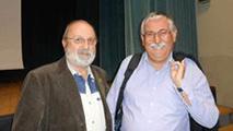 Ernesto Milani e il giornalista Gian Antonio Stella a un incontro pubblico a Renazzo sull'emigrazione