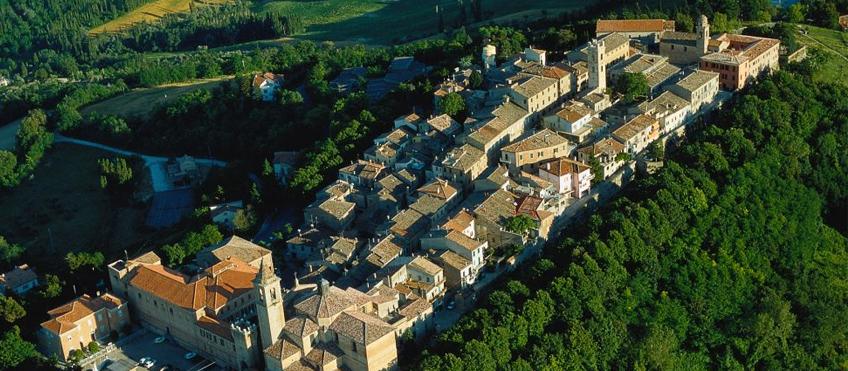 Saludecio, panorama - Autore T.Mosconi - Immagine tratta da www.riviera.rimini.it