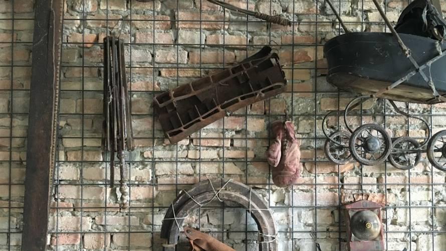 Museo Guatelli dettaglio parete